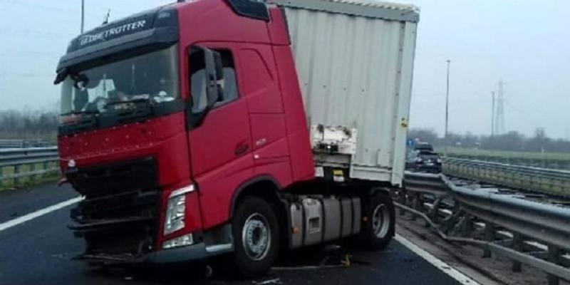 camionista-eroe ha un malore sull'A16
