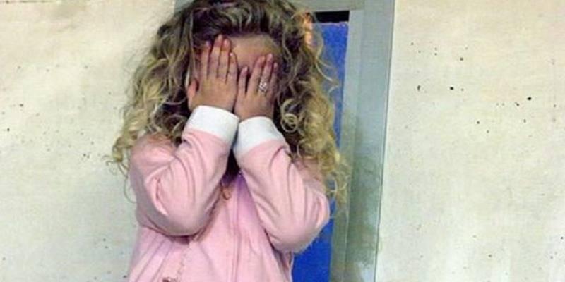 bimba di 4 anni stuprata da 5 persone