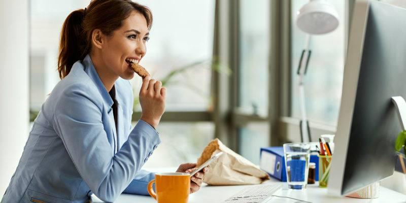 Smart working, cosa mangiare per lavorare meglio da casa